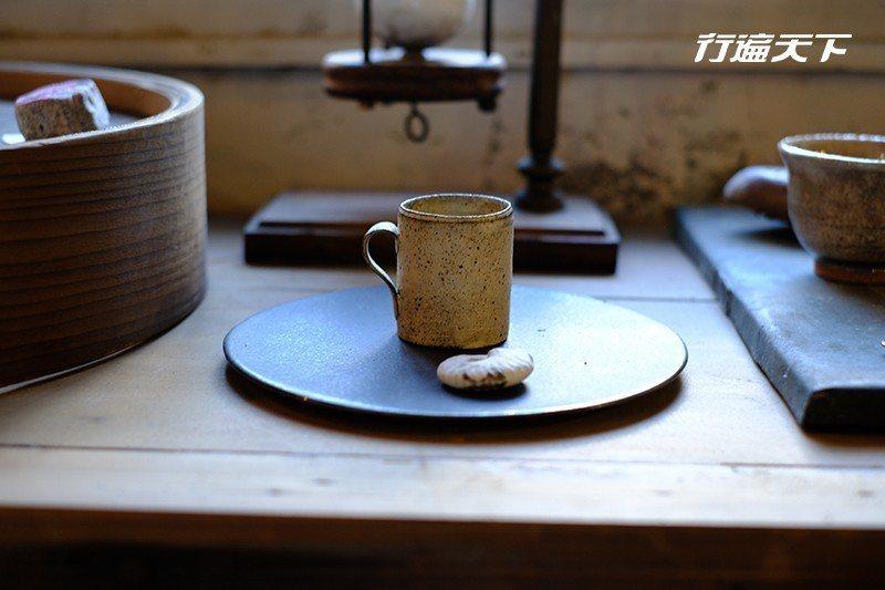 散發著溫潤感的日本陶杯。  攝影|行遍天下