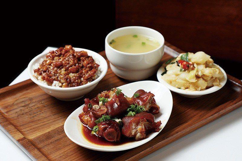 豬腳魯肉飯180元/套餐/毫不馬虎的擺盤,附上小菜、味噌湯,是林致兵一試上癮大力...
