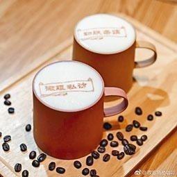 「故宮角樓咖啡」的咖啡拉花圖案是「微服私訪」。(星島日報)