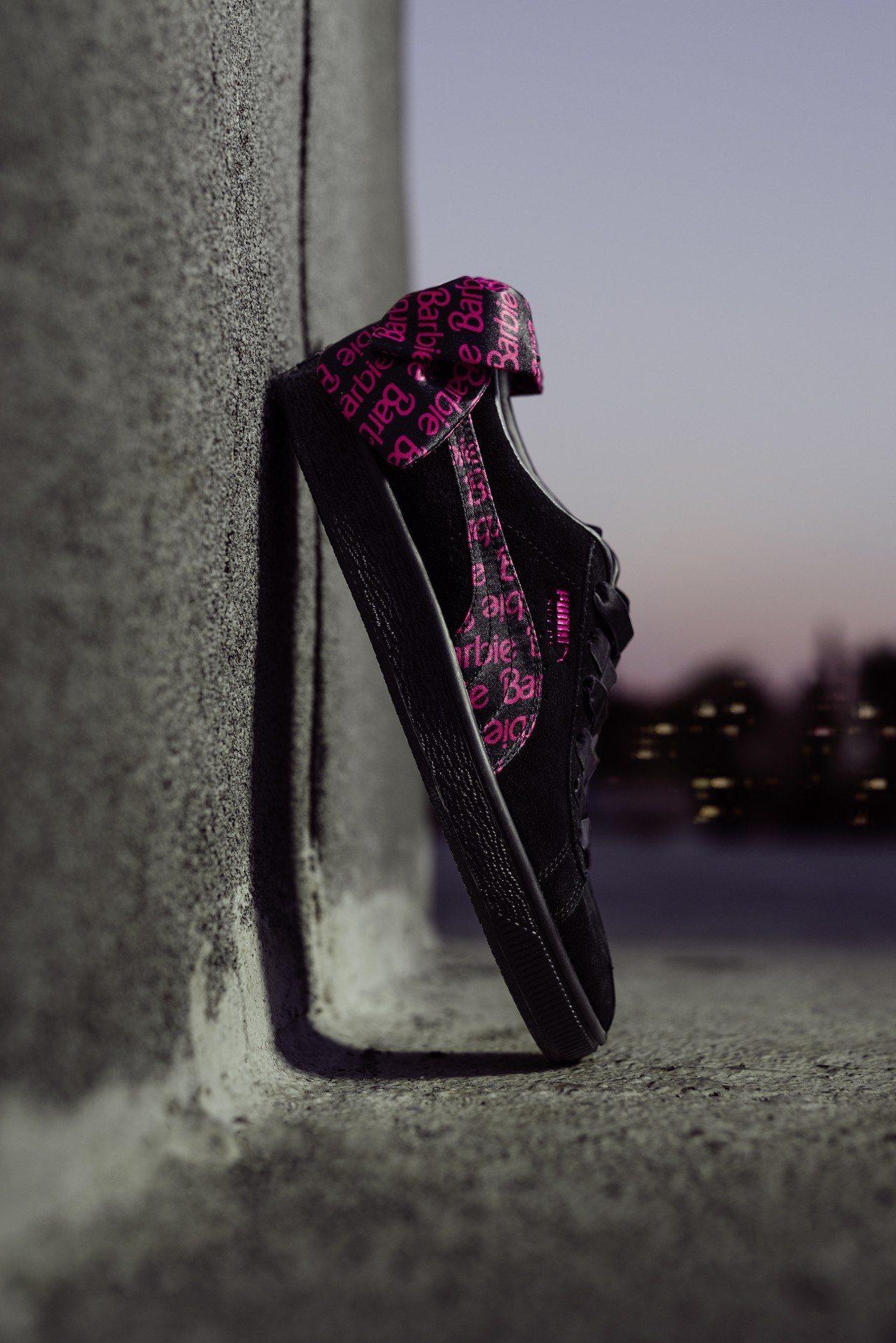 Puma與芭比娃娃聯名推出Suede鞋款3,580元。圖/Puma提供