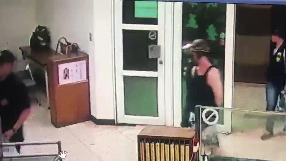 吳姓男子落網後,被帶至台南市警分局偵留置問訊。記者黃宣翰/翻攝