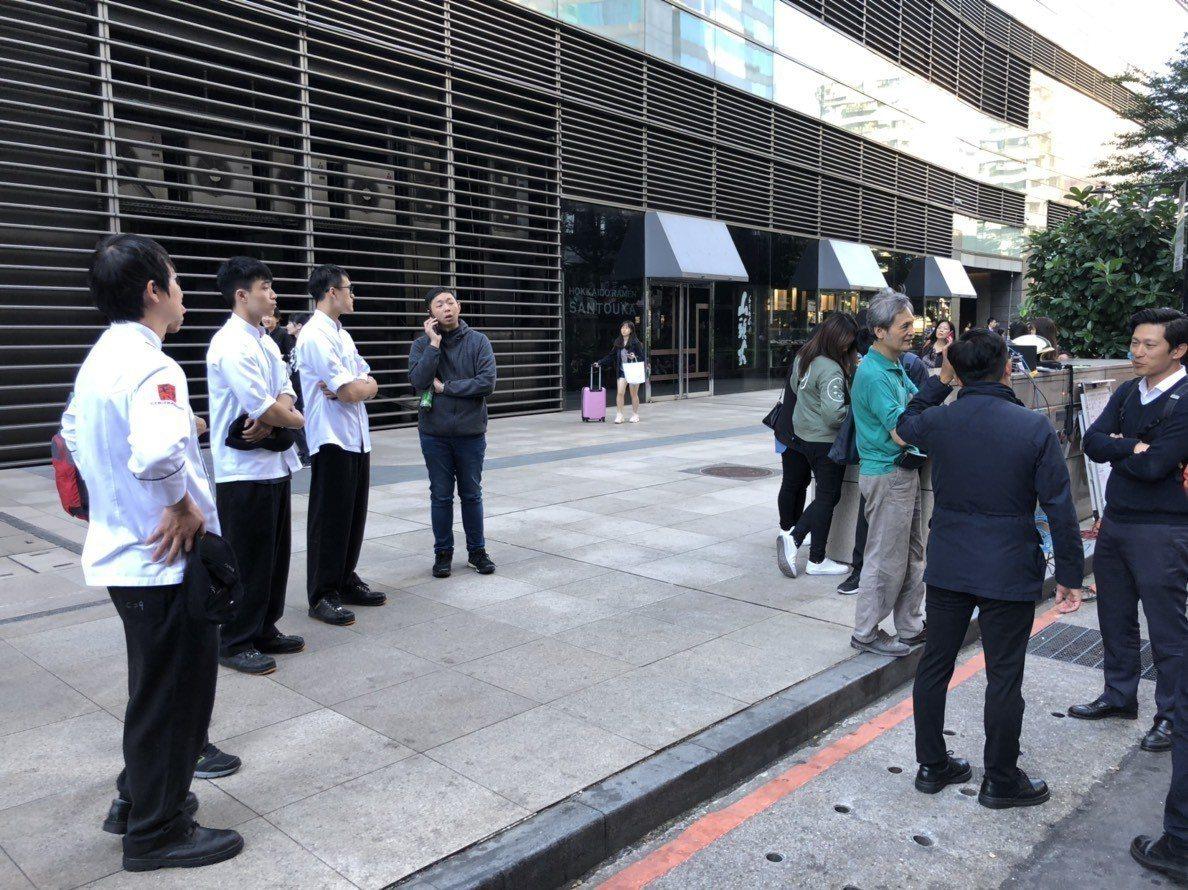 台北市京站百貨疏散75人。記者李承穎/翻攝