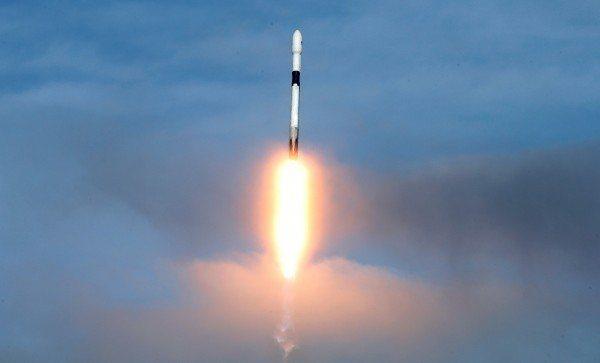 美國新創公司「極樂太空」(Elysium Space)今天藉由Space X火箭...