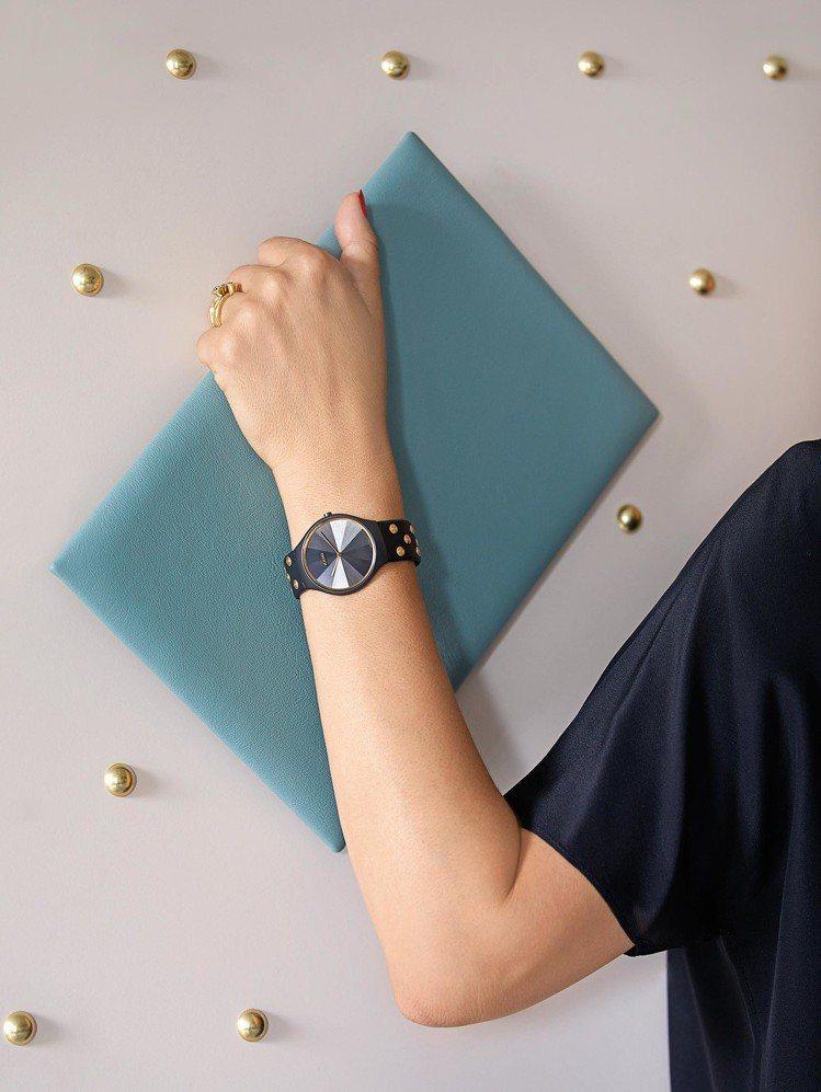 RADO和英國設計師Bethan Gray合作,推出了真我超薄系列限量鉚釘腕表,...
