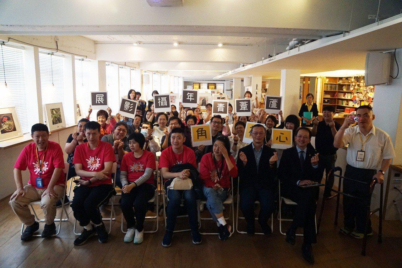 由蘆葦啟智中心、薛伯輝基金會合辦的「心視角-蘆葦青年攝影展」,讓心智障礙者化身為...