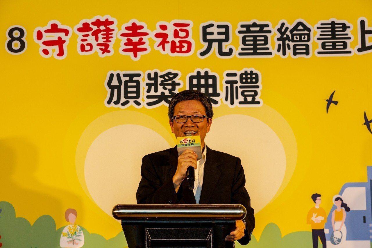 華南金控董事長吳當傑出席「2018守護幸福兒童繪畫比賽」頒獎典禮。 華南金/提供