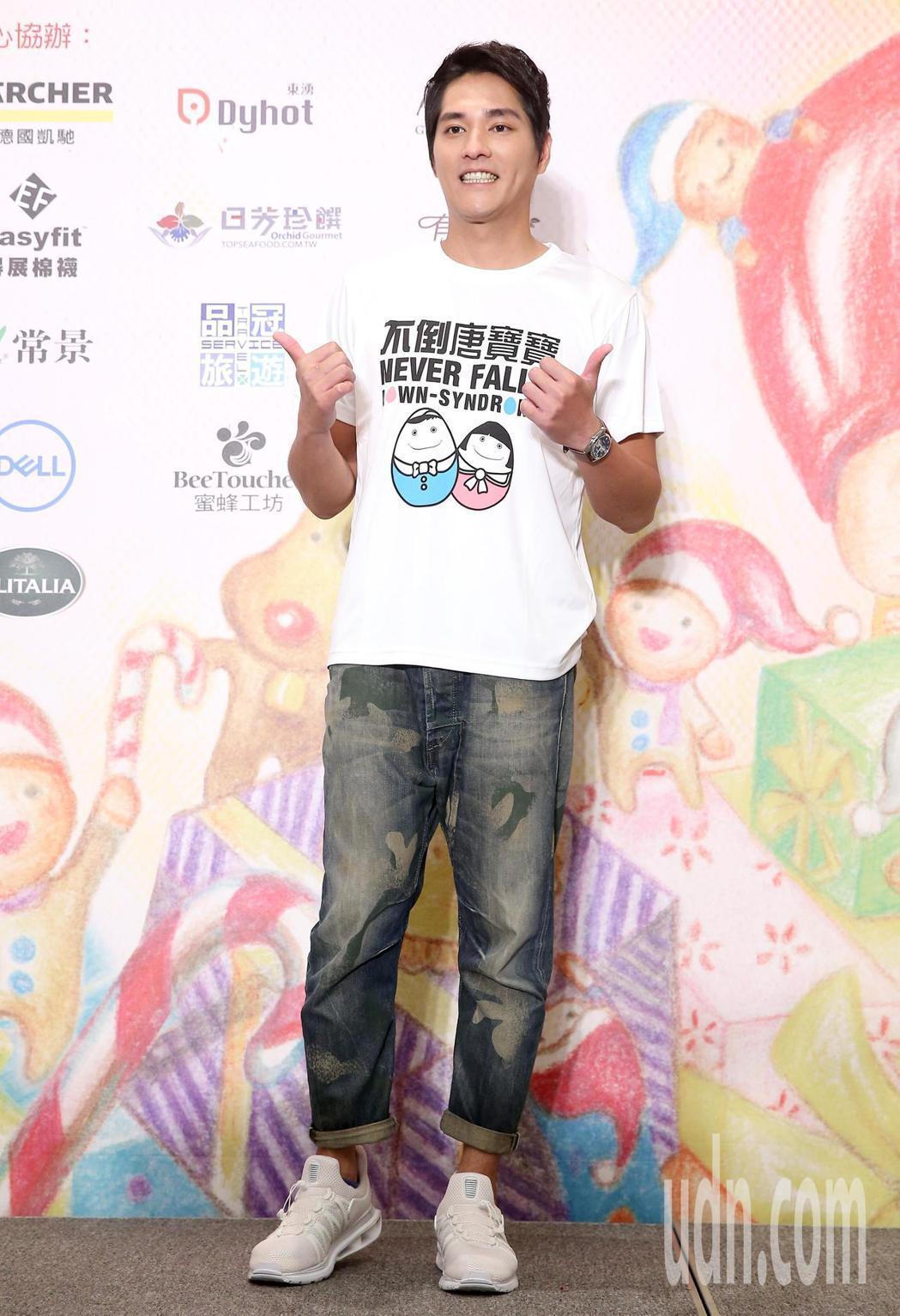 藍正龍今天出席中廣「擁抱希望傳出愛」空中義賣活動。記者余承翰/攝影