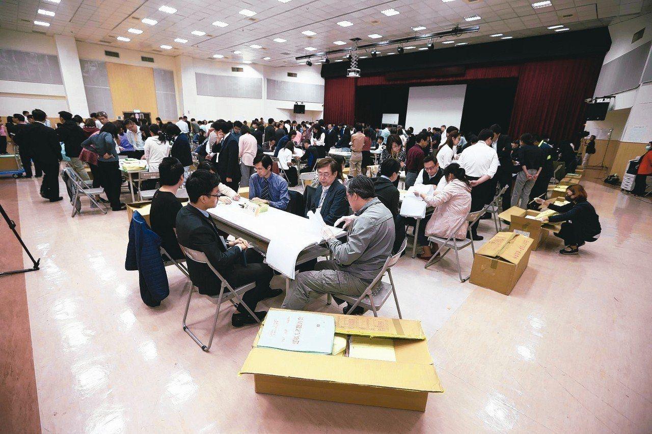 台北市長選舉驗票中心今天上午正式開始驗票。 台北市攝影記者聯誼會/提供