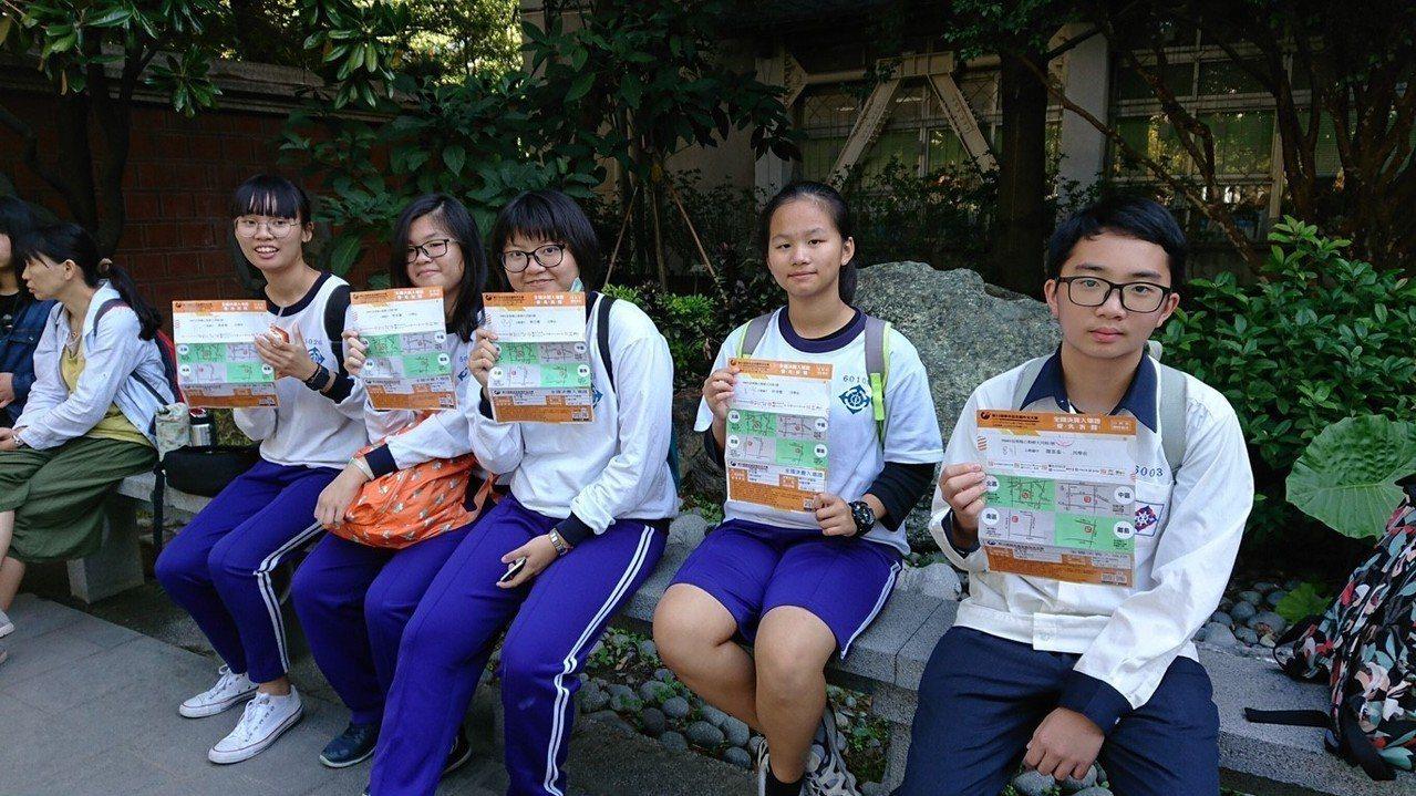 公館國中學生到台中參加聯合盃作文賽決賽,同時進行一趟知性之旅。 圖╱劉傳鐘提供