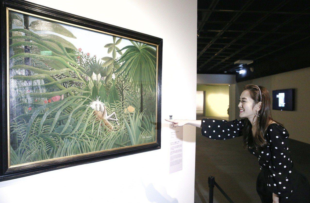 藝人楊千霈下午到國立故宮博物院,觀看聯合數位文創攜手俄羅斯普希金博物館,所舉辦的...