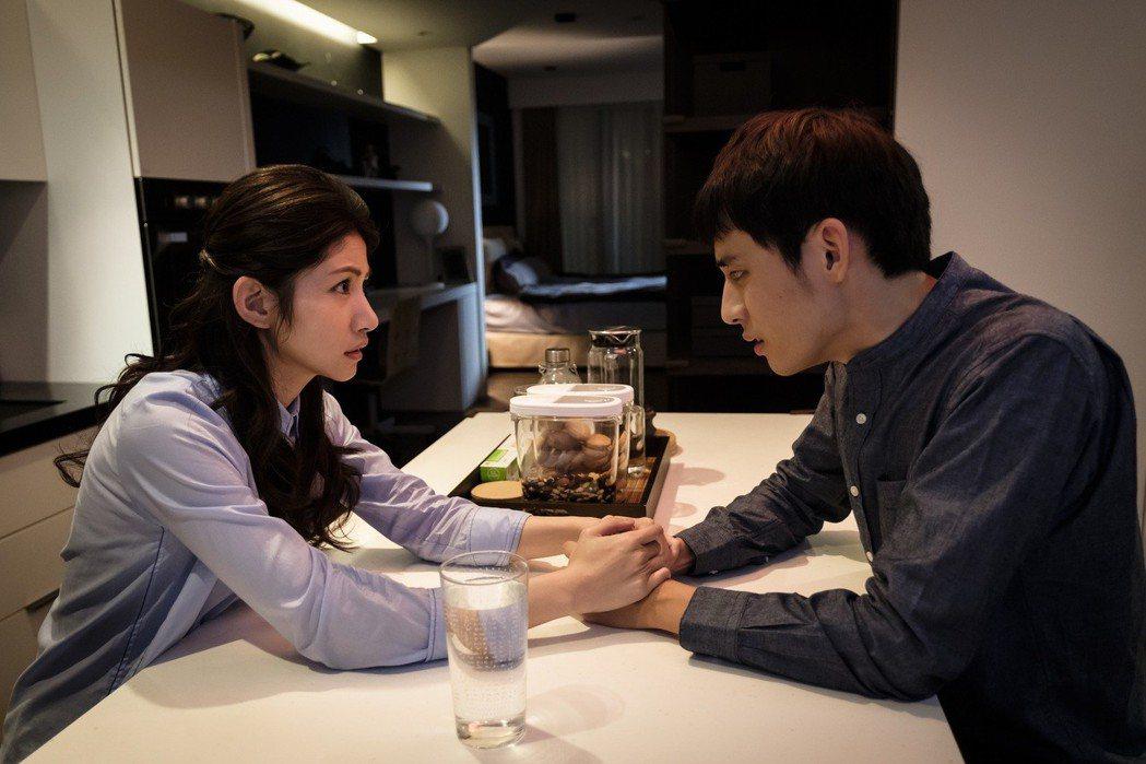 徐鈞浩(右)與李千娜在「種菜女神」中上演虐戀。圖/歐銻銻娛樂提供