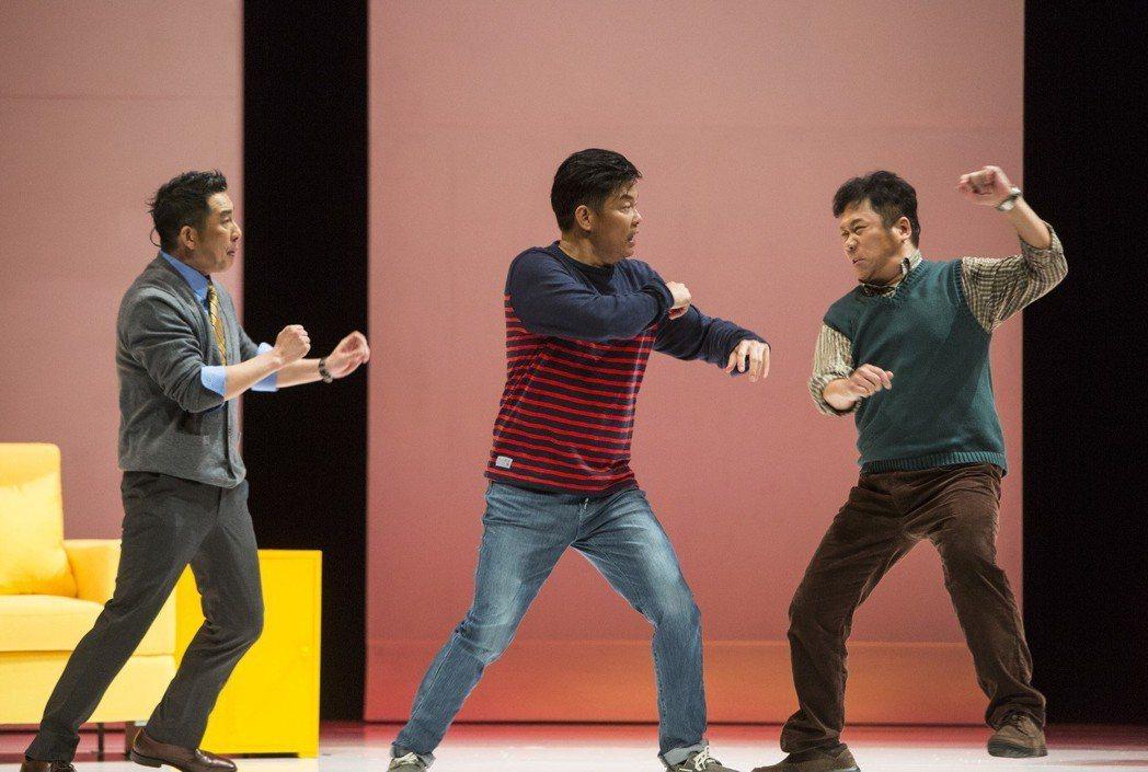 屈中恆(左起)、曾國城、卜學亮演出「ART」。圖/果陀劇團提供