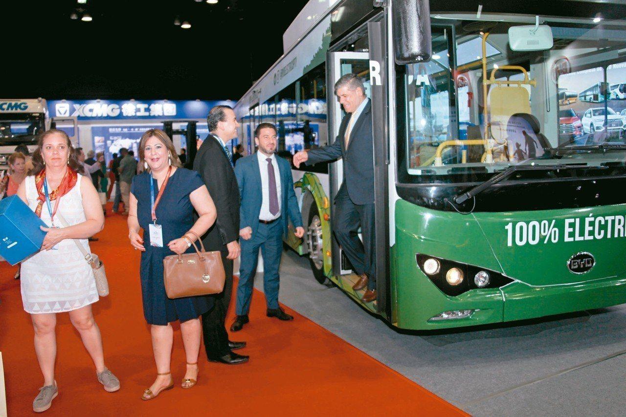 中國國際貿易促進委員會主辦的中國(巴拿馬)綜合品牌展覽會昨在巴拿馬首都巴拿馬城的...