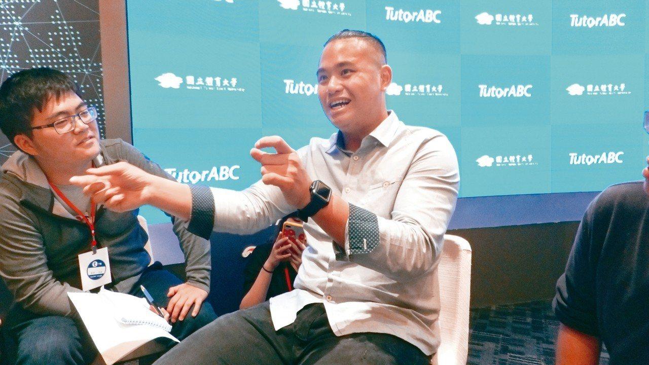 旅美投手胡智為(右)面對明年新球季,強調身體健康是最大重點。 記者藍宗標/攝影