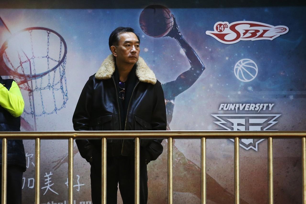 熱愛籃球的嚴凱泰,將球隊視為重要人事物,球員更與他建立革命情感。 中華籃協提供(...