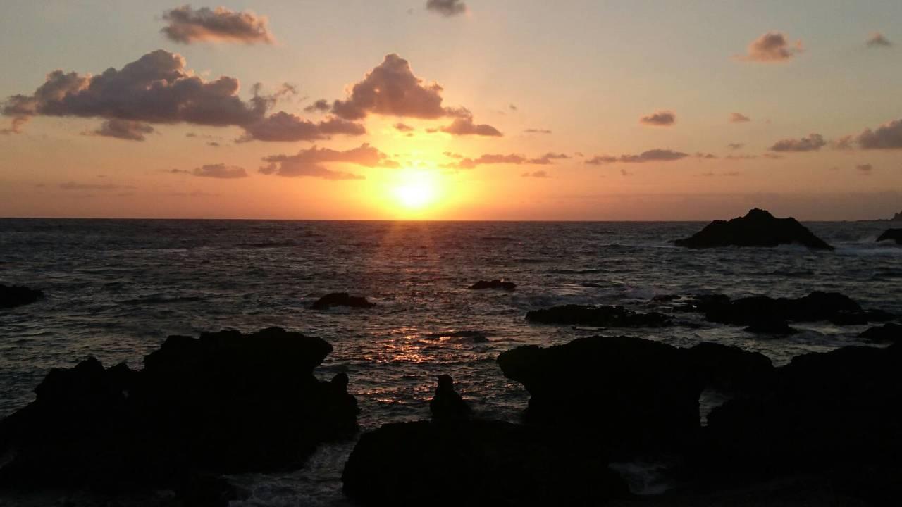 圖為蘭嶼2017年出現元旦的第一道曙光。照片/李佩穎提供
