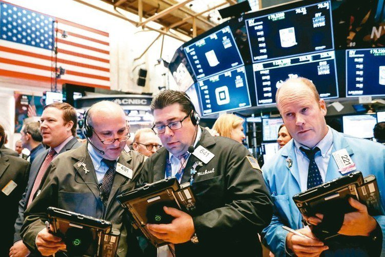 美中貿易戰出現重大突破,昨(3)日亞股全面開出慶祝行情,美股主要指數期貨也出現上...