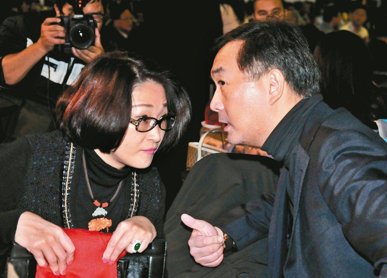 裕隆集團董事長嚴凱泰(右)因食道癌病逝台北榮總,裕隆集團過去的決策小組也將持續輔...