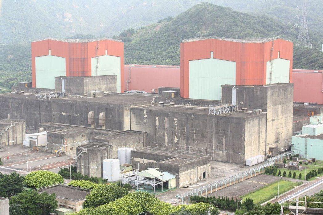 台電核一廠預定明起除役,以核養綠發起人之一、清華大學核工所教授李敏呼籲,應讓核一...