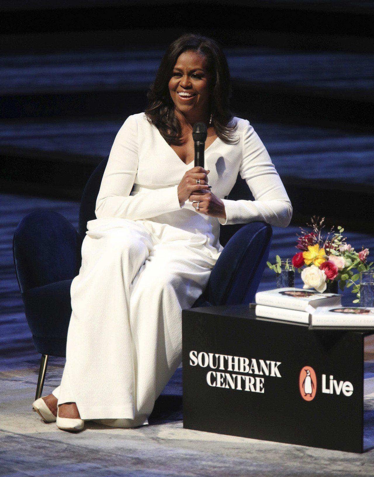 美國前第一夫人蜜雪兒.歐巴馬3日赴倫敦南岸藝術中心的皇家慶典廳宣傳回憶錄「成為這...