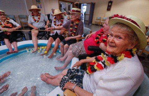 2100全民老化:邁向世紀末的人口發展趨勢