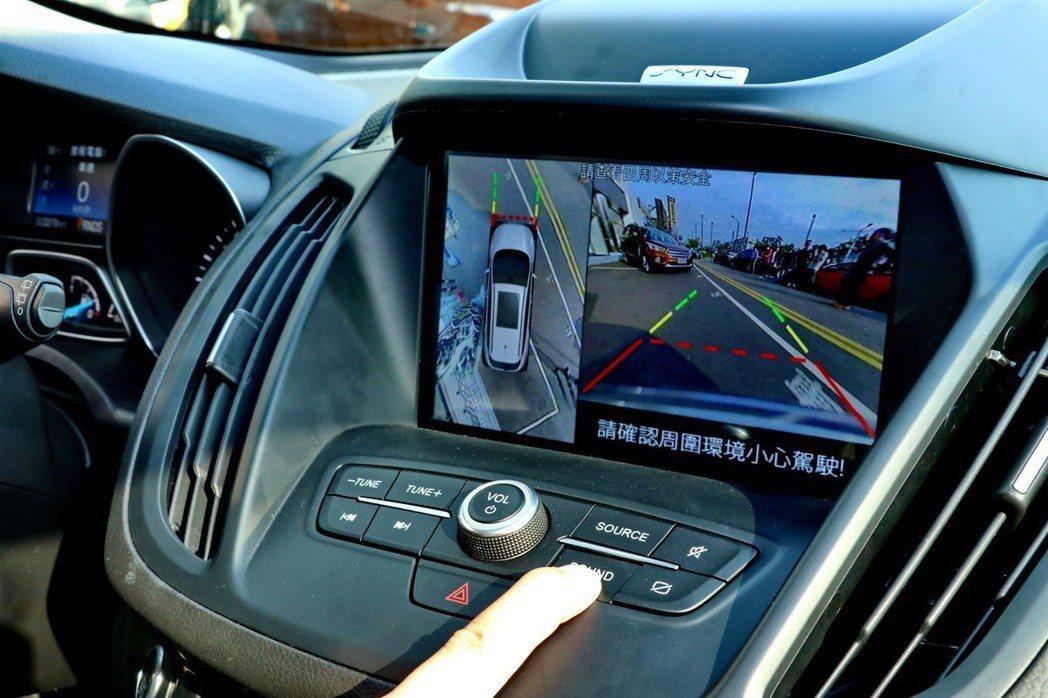 360°環景影像行車輔助系統多了前方影像。 記者陳威任/攝影