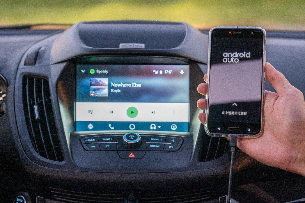 2019年式New Ford Kuga,配備先進SYNC 3娛樂通訊整合系統,支援Apple CarPlay與Android Auto,與系統連結後即可以聲控或指觸操作電話、音樂及地圖導航功能。 圖/福特六和提供