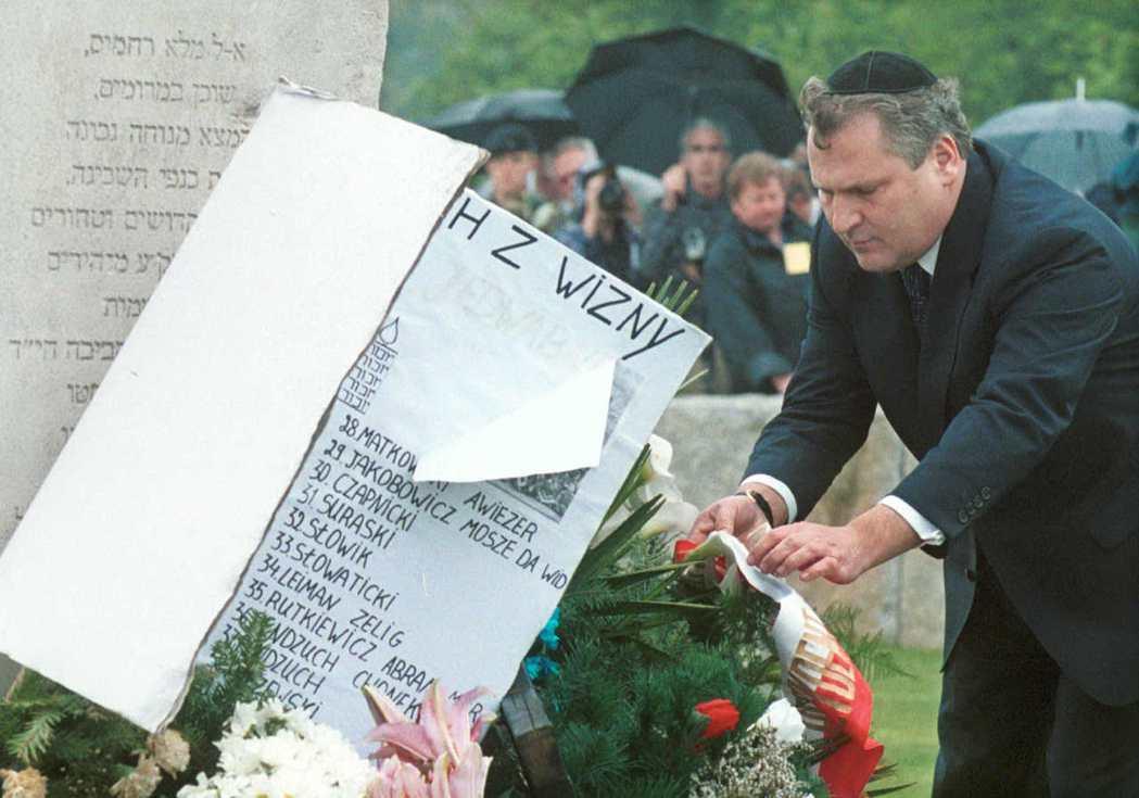 2001年,波蘭總統克瓦希涅夫斯基(Aleksander Kwasmiewski...