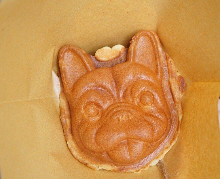 可愛的法鬥犬首燒有紅豆、地瓜、花生、卡士達、抹茶麻糬等5種口味。圖/踢小米提供
