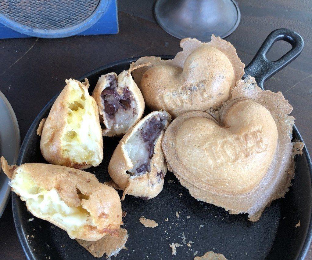 有內餡的心型雞蛋糕有紅豆麻糬或起司口味。圖/踢小米提供