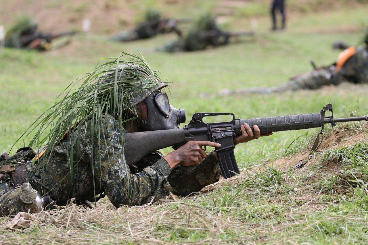 陸軍官校發生65K2步槍的槍機短少1支,由於機槍是步槍的重要零件,讓子彈射擊的關...