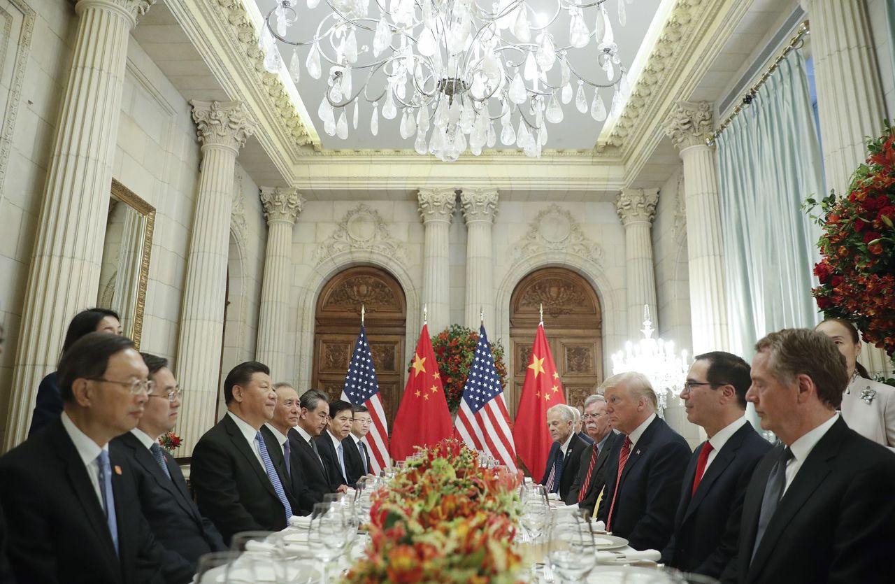 賴海哲(右一)傳將接替米努勤(右二)成為後續美中貿易談判的主導官員。美聯社