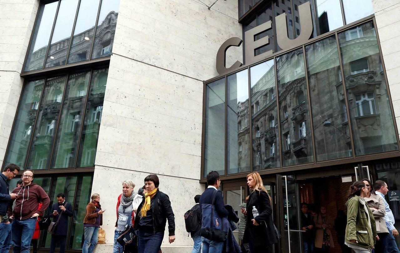 中歐大學位於匈牙利布達佩斯,由匈牙利裔的美國金融家索羅斯創立。路透
