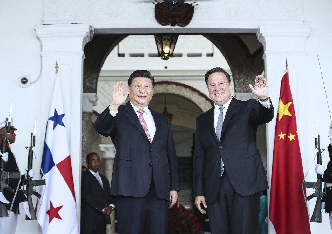大陸國家主席習近平與巴拿馬總統巴雷拉會談。(新華社)