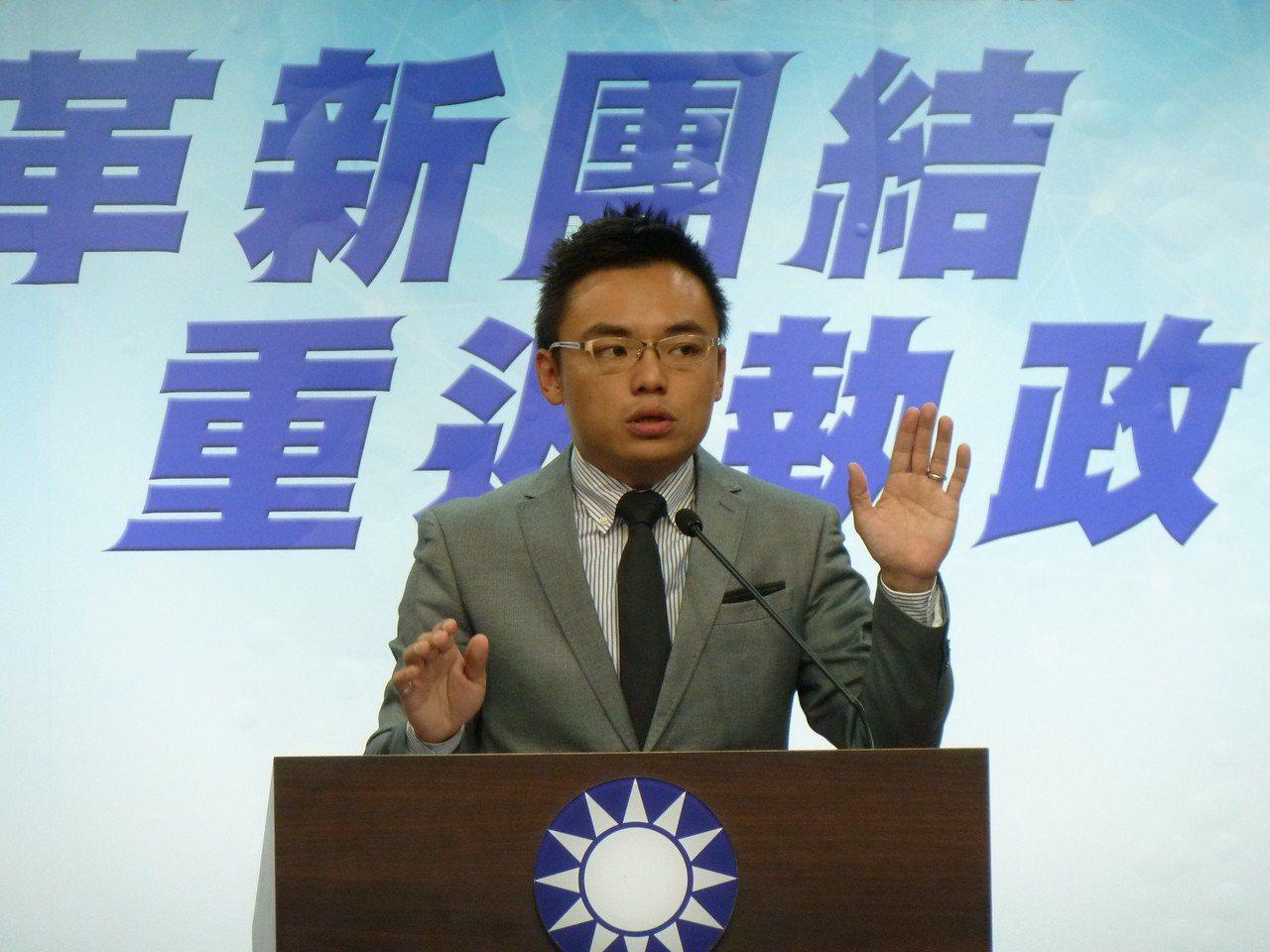 不當黨產委會指控,國民黨1959年轉賣一筆「松山油漆廠公司」土地給台鐵,但從國家...