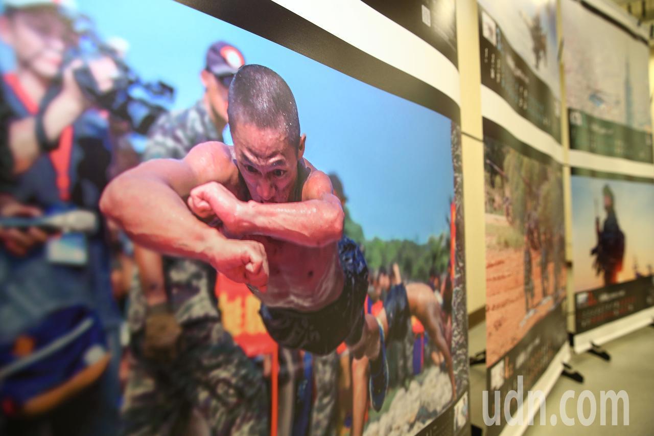 國防部上午發布國軍2019年形象月曆,透過精彩影像看見始終有一群無名英雄,日以繼...