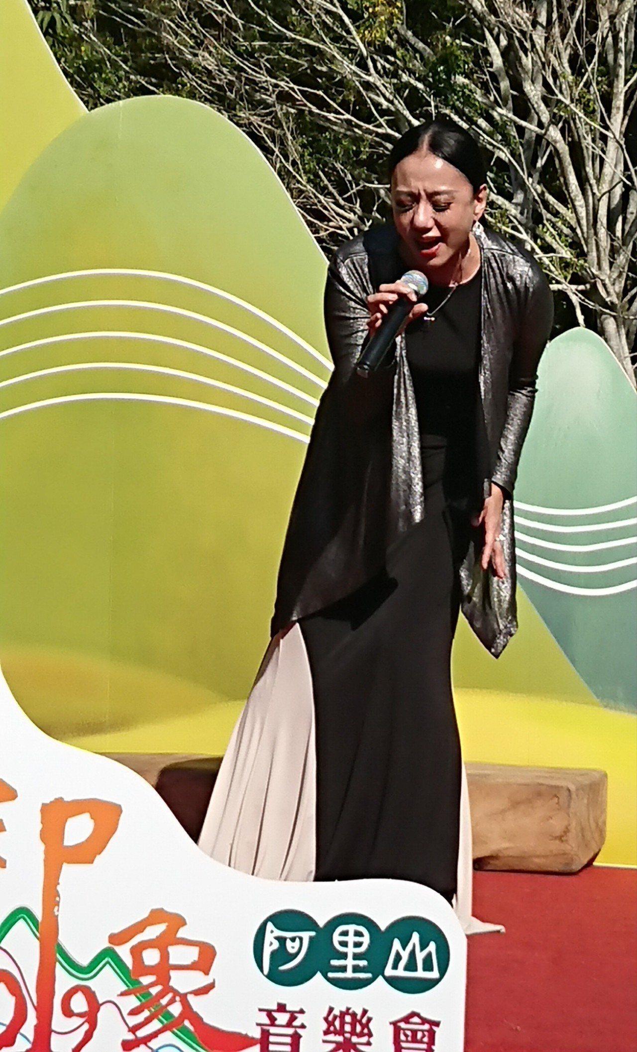 鄒族女歌手高慧君唱「天神」為2019阿里山日出印象音樂記者會開場。記者卜敏正/攝...