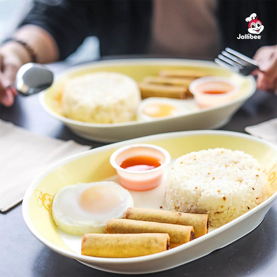不僅是美式速食餐點,快樂蜂也提供米飯、春捲等菲國料理。圖/取自Jollibee粉...