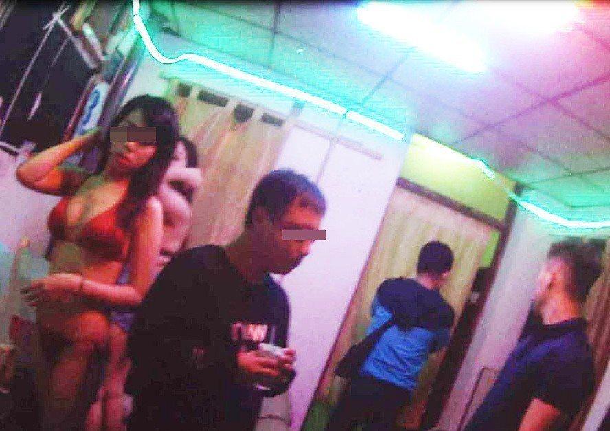 苗栗檢警昨晚掃蕩西勢美南私娼寮,查獲3名皮條客,5名賣淫女子及4名嫖客。記者范榮...