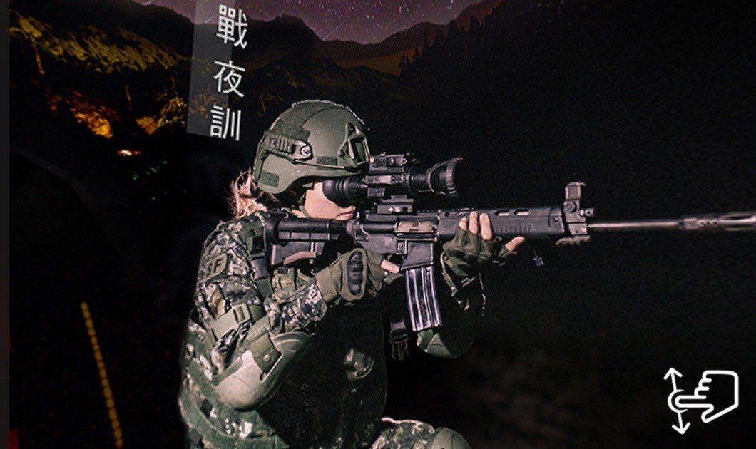 月曆中12月主題是武嶺特戰基地,能透過手機程式檢視360照片。翻攝國防部月曆全景...