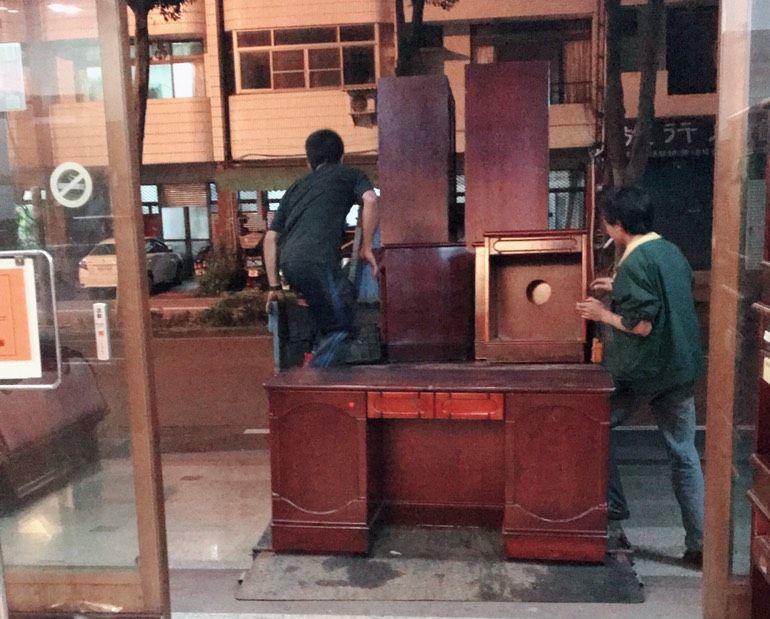 埔里鎮有飯店業者開放二手家具免費搬,消息一出,果然吸引不少人,還有人開貨車來載。...