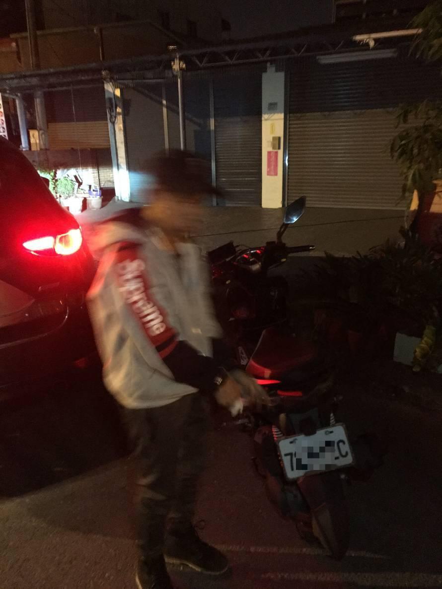 蕭嫌騎贓車3天今天凌晨又被警方逮捕。圖/員警提供