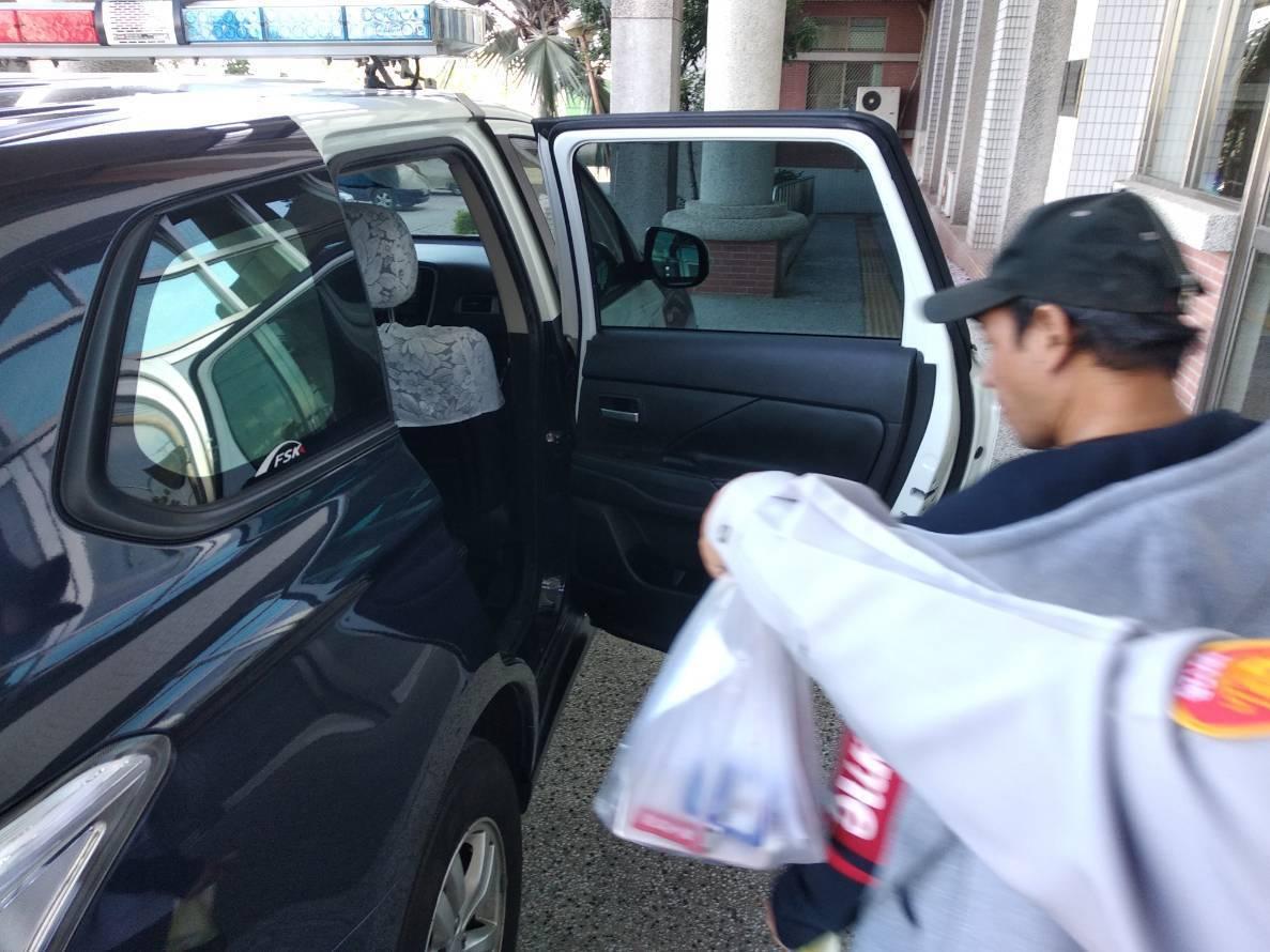 蕭嫌下午被警方依竊盜罪嫌移送地檢署。圖/員警提供