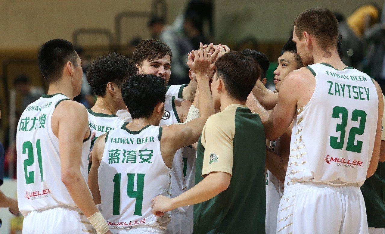 台啤拉出開季6連勝,是本季唯一不敗隊伍。圖/中華籃協提供