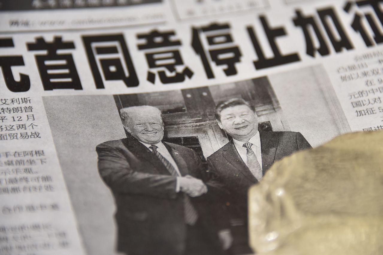大陸一份報紙三日報導川習會消息。(法新社)