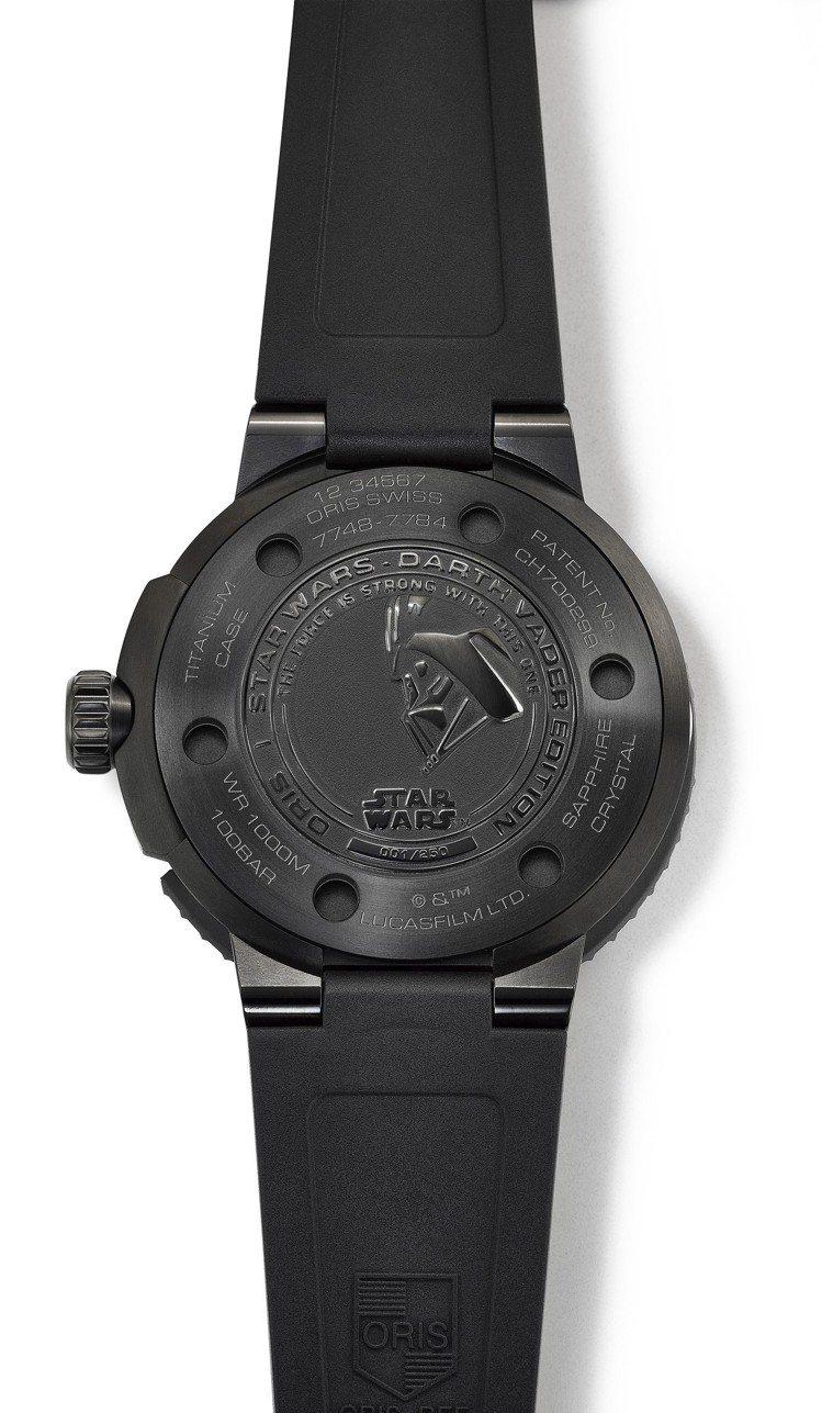 Oris Darth Vader星際大戰限量錶底蓋鐫刻黑武士圖案。圖/豪利時提供