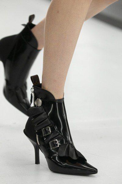 高跟Janet踝靴和平底Jumble尖頭鞋是春夏標誌款鞋履。圖/LV提供