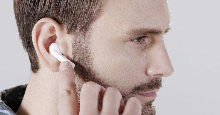 智慧真無線藍牙耳機TicPods Free在小巧機身上加入「撓撓觸控」功能。圖/...