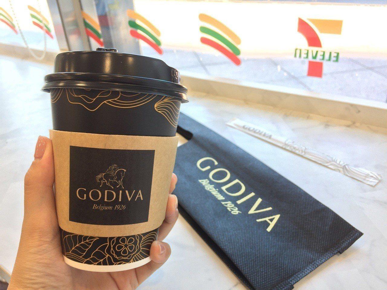 GODIVA醇黑熱巧克力將登場,全台限量65萬杯。7-ELEVEN/提供