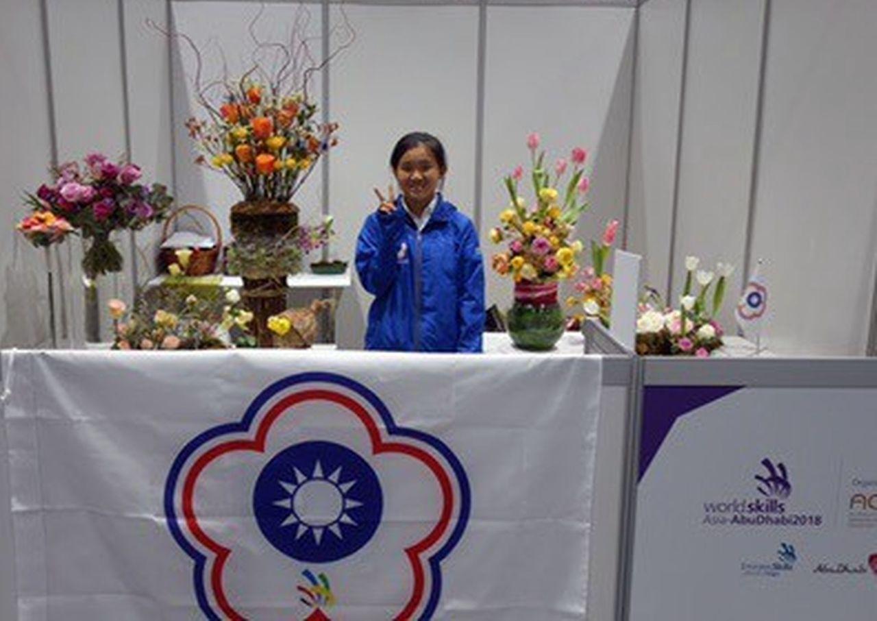 明道中學學生柳皓尹在亞洲區世界技能競賽勇奪青少年組花藝類銀牌。圖/明道中學提供